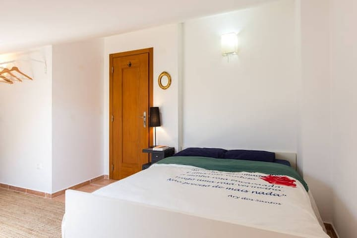 Double room with shared WC . Baleal