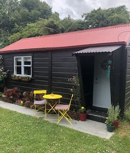 Woodville -small studio for 2/3