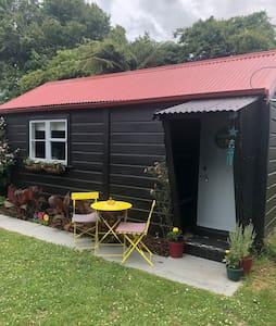 Woodville -small studio for 2/3
