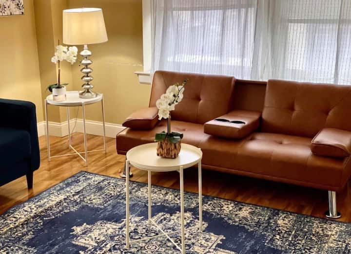 🌳Convenient and Bright 2 BR Apt Downtown Fast WiFi