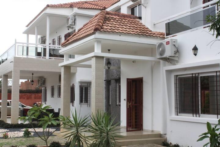 Villa de 2000 m2 avec piscine privée