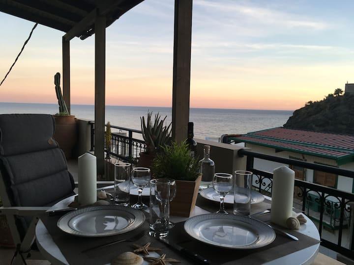 Amazing Beachside Apartment With Panoramic Seaview