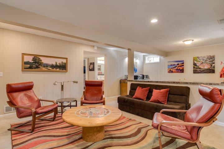 Artist's Home, private level in quiet neighborhood