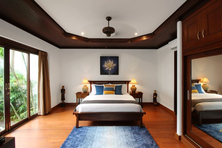 Downstairs en-suite queen bedroom has its own bathroom as well as your own Smart TV and a mini-fridge for your beverages. All our bedrooms have Amazon Fire TV with a complimentary Netflix account so you can binge watch your favorite show and movies.