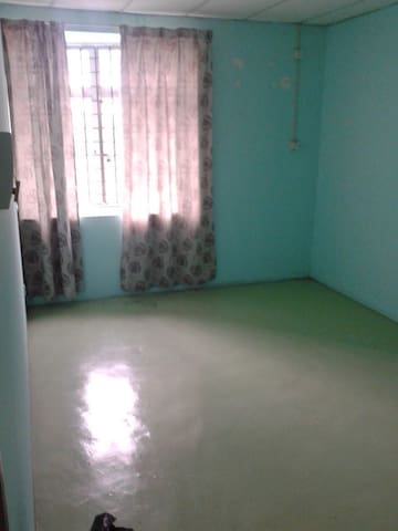 Basic Room with Matress - Ulu Tiram