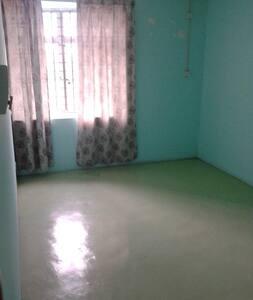 Basic Room with Matress - Ulu Tiram - Reihenhaus
