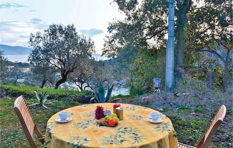 Holiday cottage with 3 bedrooms on 120 m² in Le Grazie -SP-