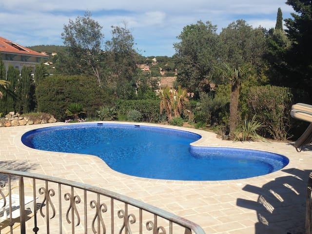 La Villa Bleue, 100 M mer - Sainte-Maxime - Talo