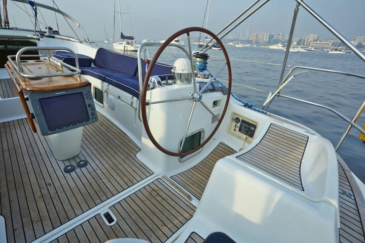 54 foot 3BR Luxury Yacht Mumbai Harbour