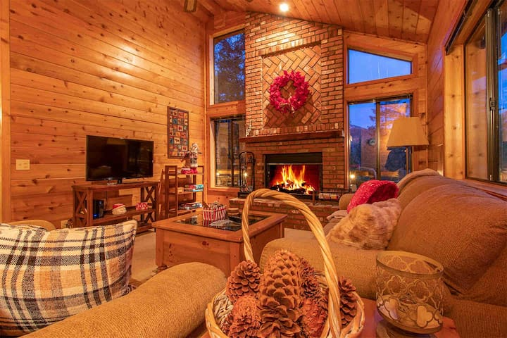 Idyllwild Cozy Lakeview Lodge
