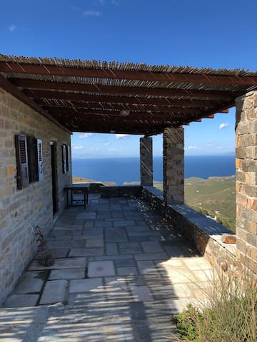 Charming and cosy house with an astonishing view out to the Aegean.