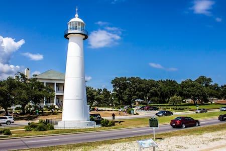 Walk to the beach. Nice condo. Great Vacation spot - Biloxi - Kondominium