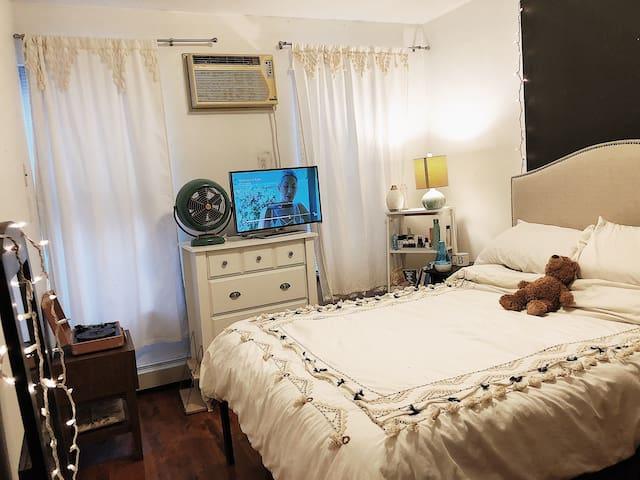 Park Slope MASTER Bedroom & en suite Bathroom