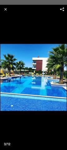 Güzel bir havuzlu sitede tatil yapmaya ne dersiniz