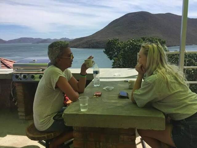 Tortuga Hostel, Ocean Front!