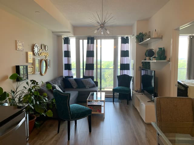 Luxury Condo in Richmond Hill with Free Parking