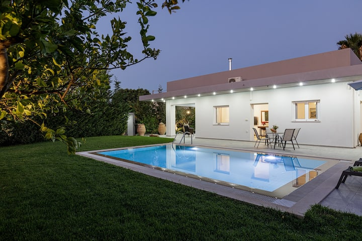 Modern,Newly built,Next to amenities,Private pool