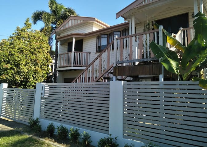 Cairns-Studio-King &Sgl Bed,WiFi,SelfCont,Air-con