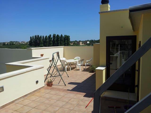 Appartamento con grande terrazza - Specchia - Byt