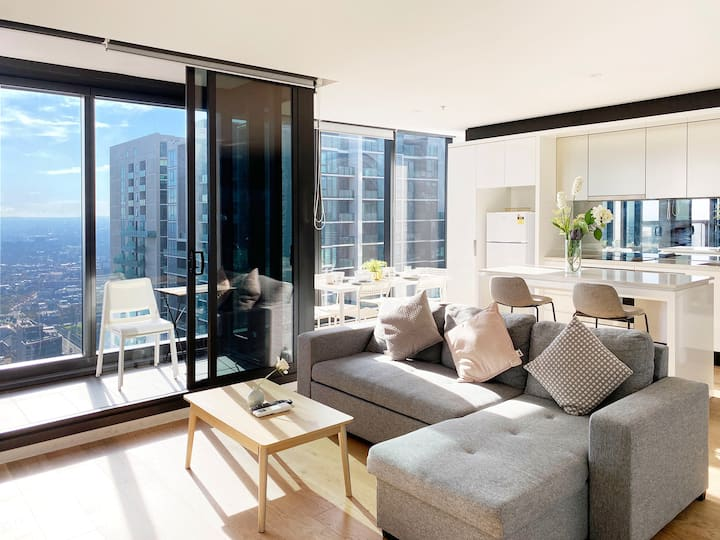 CBD luxury skyhigh 3B2B apartment