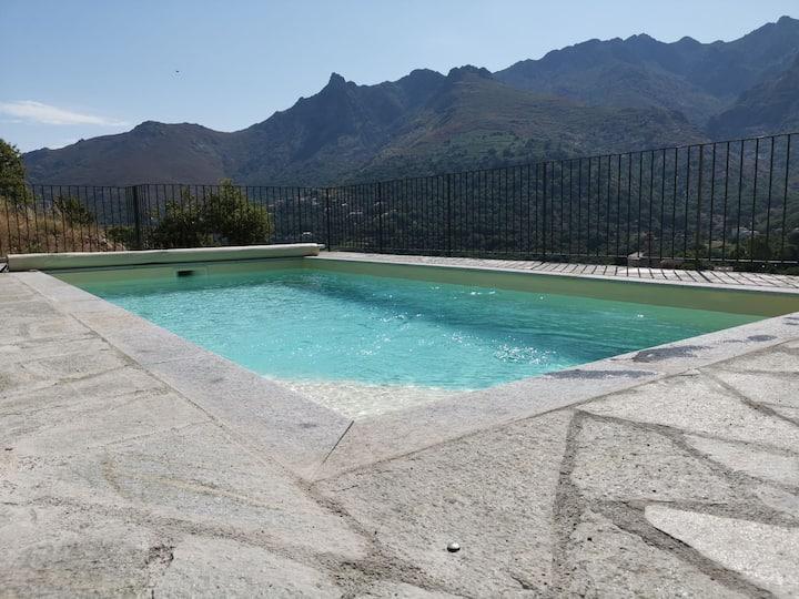 Maison avec piscine privée, au pied de la montagne