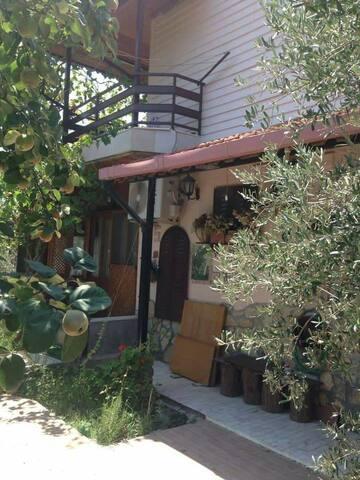 Dikili Salihleraltı bölgesinde dubleks ev