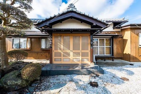 一棟貸切 16名宿泊可。5LDK日本庭園古民家の贅沢ステイ!長期出張に最適。綾瀬インターそばで便利。