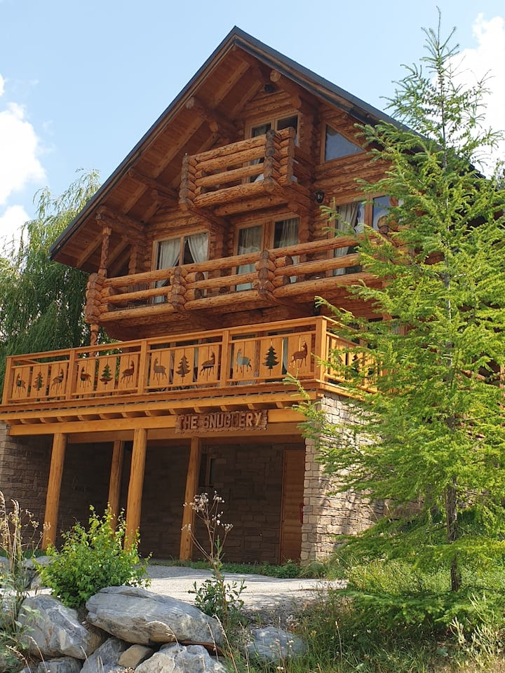 Adorable Chalet for Winter and Summer