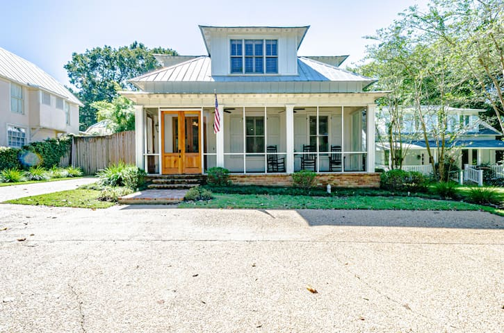 Large home close to bay and downtown!