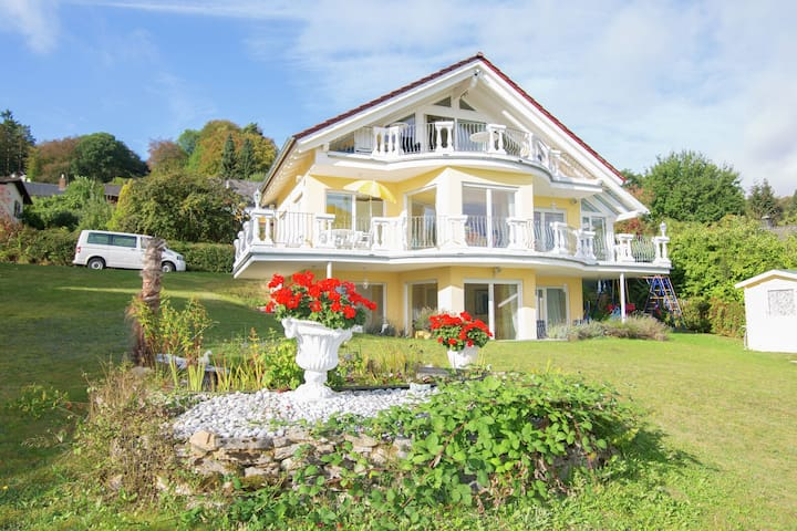 Exclusive apartment with lake view located directly on the Edersee