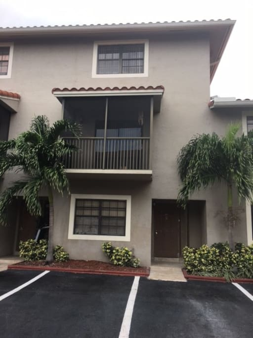 Nice house in a quiet and safe area of miami houses for for Big houses in miami