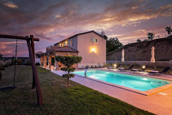 Nice Villa Vista Visinada for 4 people