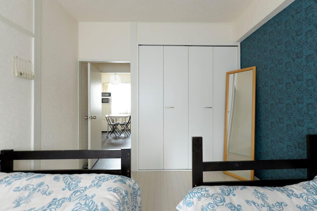 3rd floor Room 1 Single bed × 2 and (Futon × 1)