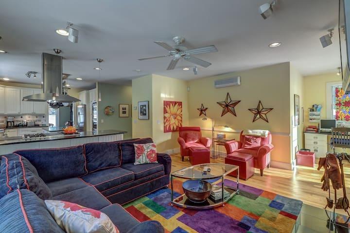 Comfortable home on 13-acre property w/screened-in gazebo, hammocks