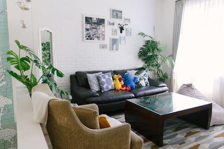 Secret-ish Place (Private Home+Wi-Fi+near Pasteur)