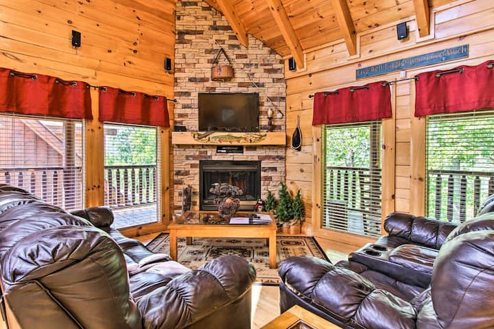 High-End Cabin w/Game Room, Near Pigeon Forge
