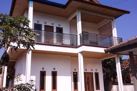 Rumah Lona and Milan - fan bedroom - Cimaja - Huis
