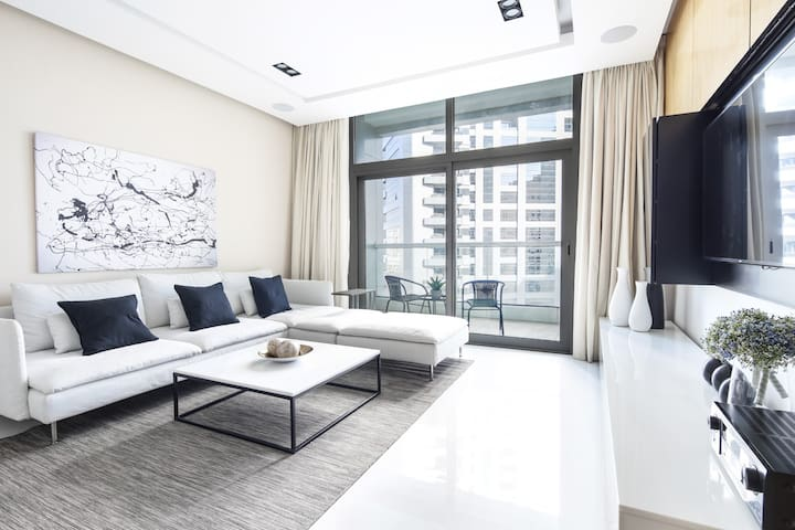 Luxury 2BR in Barsha Heights - Close Proximity to Metro!