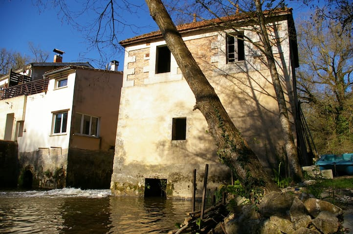 Agréable Moulin du XV siecle - VALIN - Altro