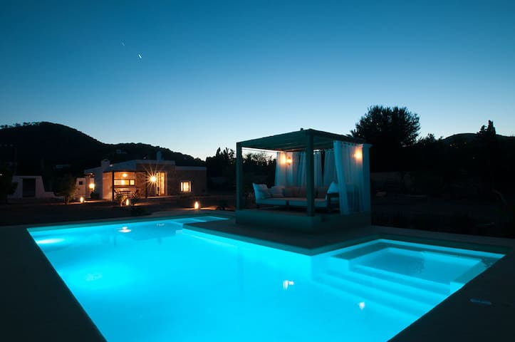 Maison rénovée avec piscine à Ibiza