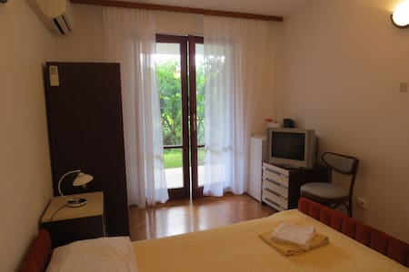 Quiet private room with bathroom 2 - Portorož - 公寓