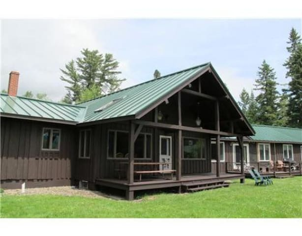 Spacious cottage in the Saddleback Lake Lodge cottage community.