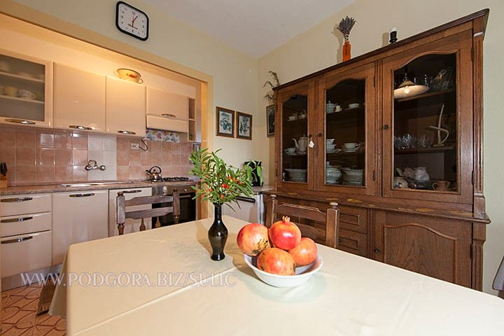 Dining room and kitchen ,full equiped,include dishwasher