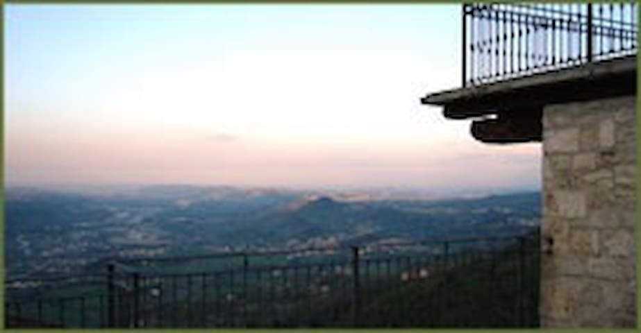 "A balcony over ""Le Marche"" for rent - Ascoli Piceno - Hus"