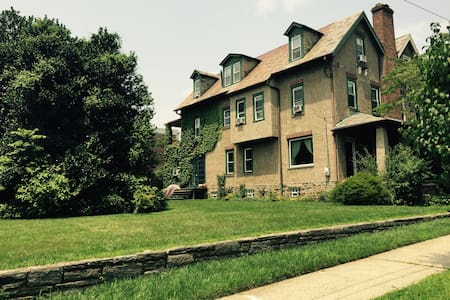Charming Spot Near Train Lines - Philadelphia - Bed & Breakfast