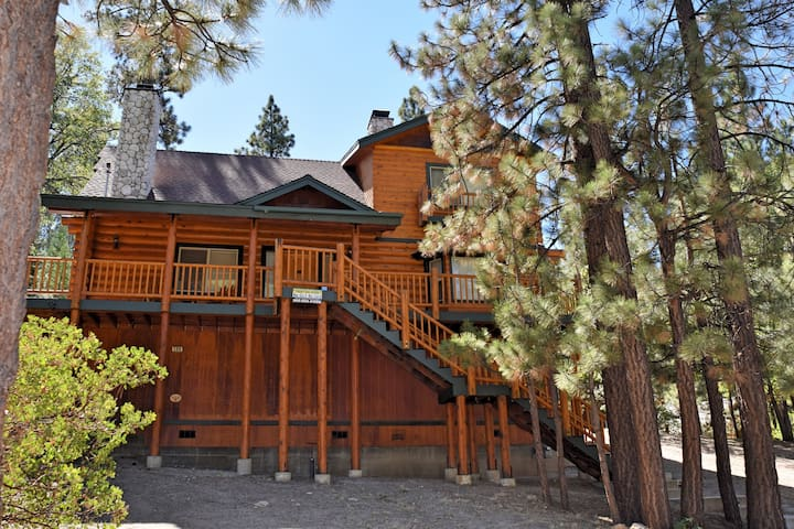 Hunters Lodge: Spa! Game Room! BBQ! - Big Bear Lake - Rumah