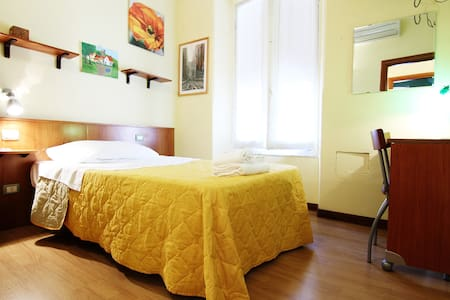Yellow room(private near 5 Terre)