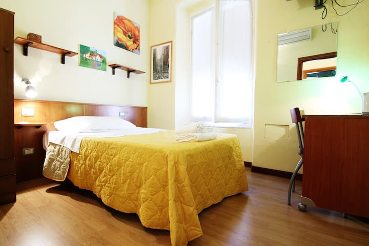 Yellow room(private near 5 Terre)