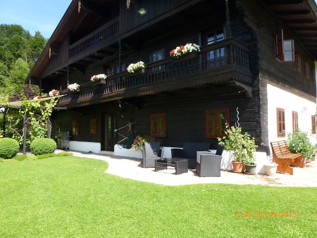 Lake Fuschl in Salzkammergut: B&B for singles - Fuschl am See