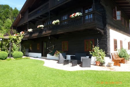 Lake Fuschl in Salzkammergut: B&B for singles